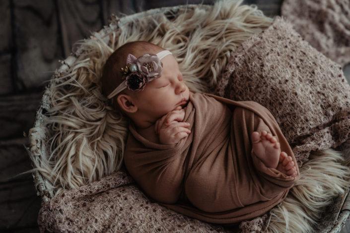 Newborn Neugeborenen Baby Fotograf Tirol